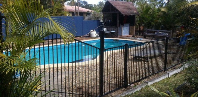 Collinson fencing pool fencing for Pool fence design qld